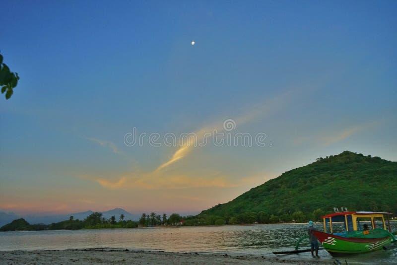 在Gili Kedis,龙目岛-印度尼西亚的日落 库存照片