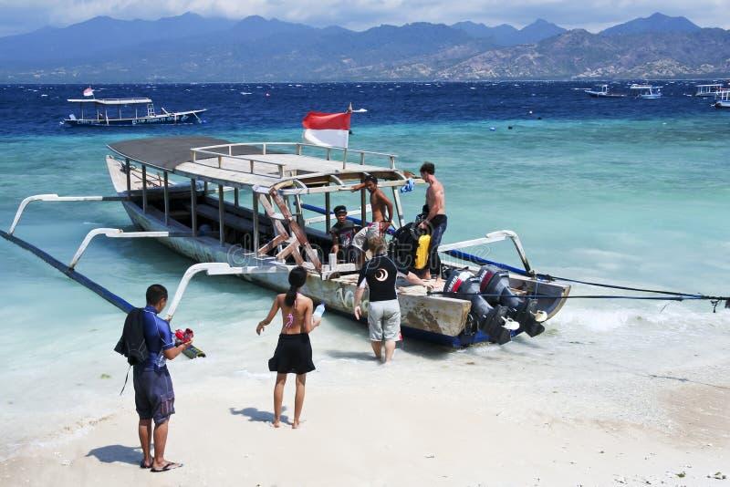 在Gili Trawangan海滩的下潜小船  免版税库存图片