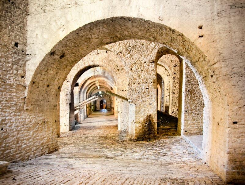 在Gjirokaster城堡,阿尔巴尼亚里面的过道 免版税库存图片