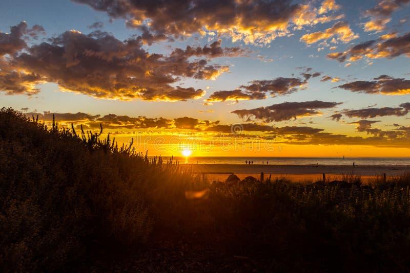 在Glenelg海滩,阿德莱德,澳大利亚的壮丽落日海景 库存照片