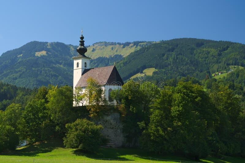 在Golling附近的Nikolaus Kirche (圣尼古拉教会) der萨尔察赫河,萨尔茨堡,奥地利 库存照片