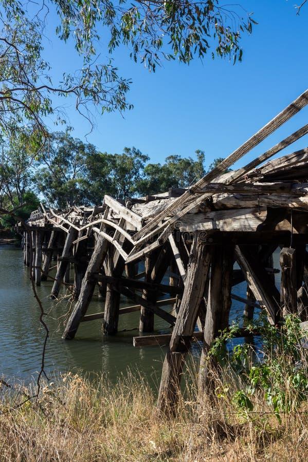 在Goulburn河的历史的Chinamans桥梁在Nagambie附近在澳大利亚 免版税库存照片