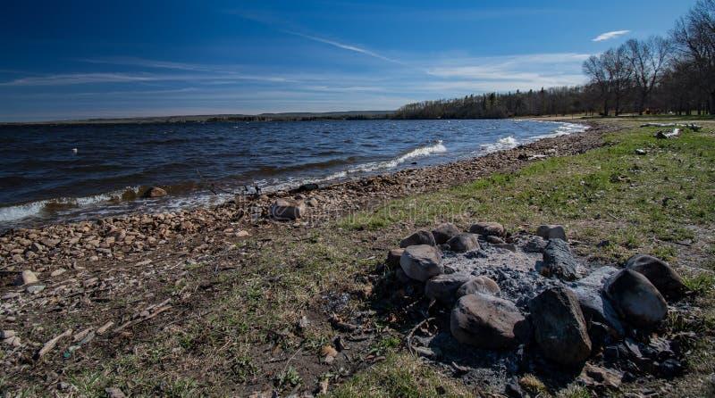 在Gregoire湖的火坑 免版税库存照片