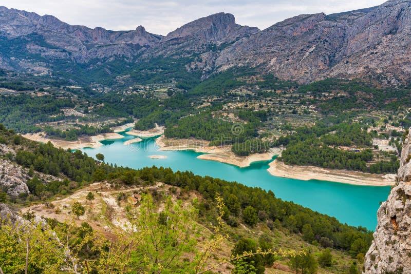 在Guadelest附近,巴伦西亚水库的风景在西班牙 免版税库存图片