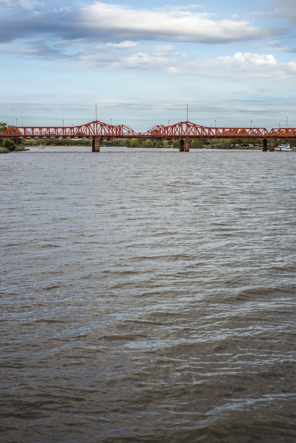 在Gualeguaychu河,阿根廷的桥梁 库存图片