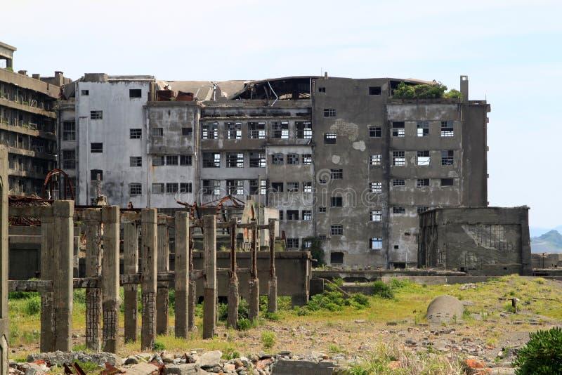 在Gunkanjima的被放弃的大厦 免版税库存图片