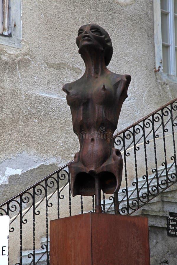 在H的超现实主义的科学幻想小说妇女雕象 r Giger博物馆在Gruyeres, 免版税库存照片