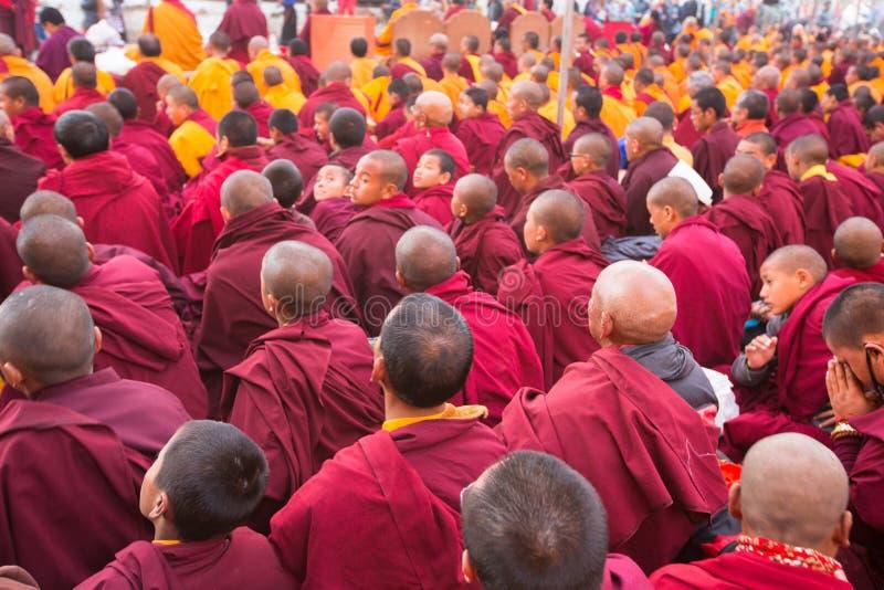在H.H. Drubwang帕德马罗布仁波切的再生的期间,欢乐Puja和尚临近stupa Boudhanath 免版税图库摄影