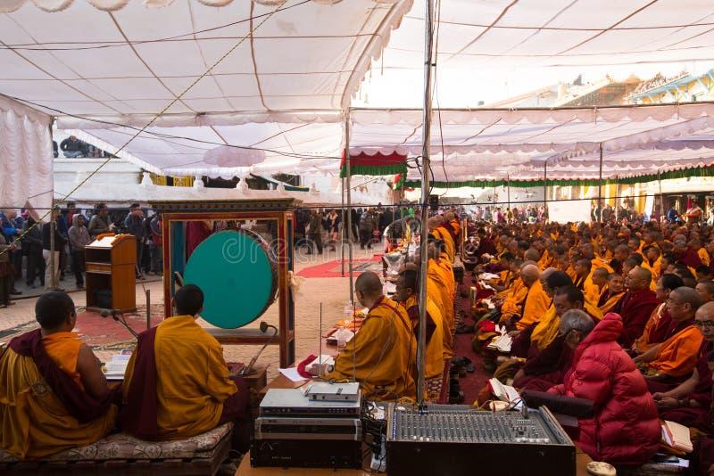在H.H. Drubwang帕德马罗布仁波切的再生的期间,欢乐Puja和尚临近stupa Boudhanath 库存照片