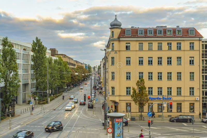 在Hackerbrucke街道上的晚上视图在慕尼黑,巴伐利亚,德国 库存图片