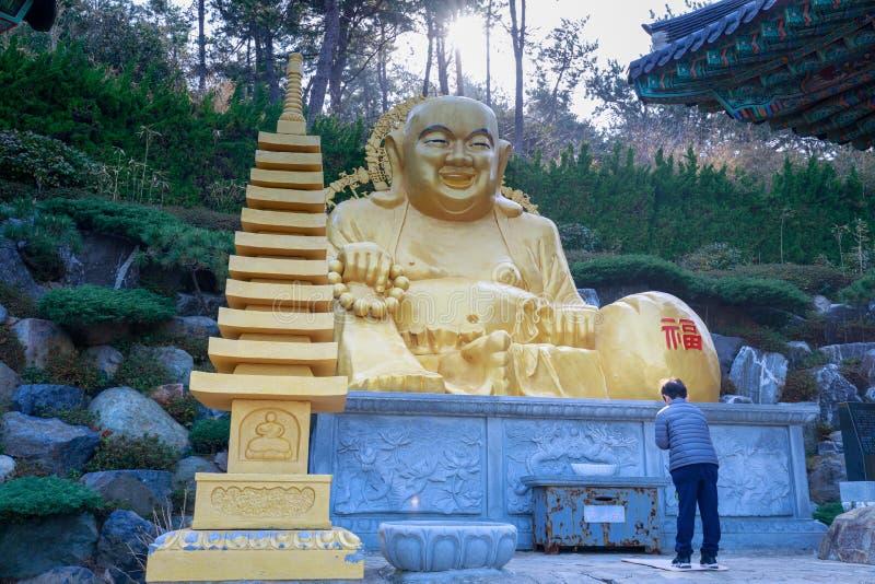 在Haedong Yonggungsa寺庙的菩萨雕象在釜山 免版税库存照片