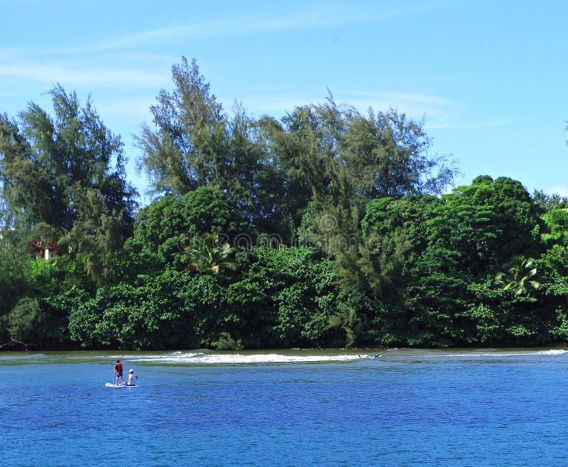 在Hanalei河,考艾岛,夏威夷,美国的Watersports 免版税库存照片