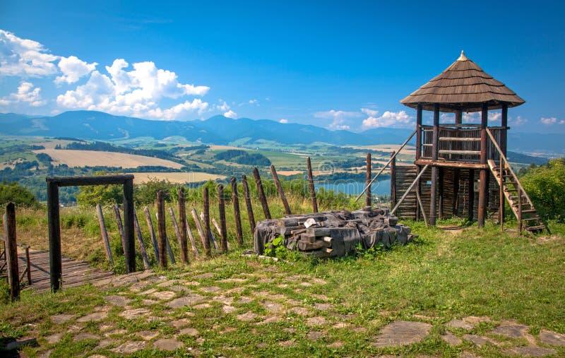 在Havranok -斯洛伐克的凯尔特小山堡垒 免版税库存照片