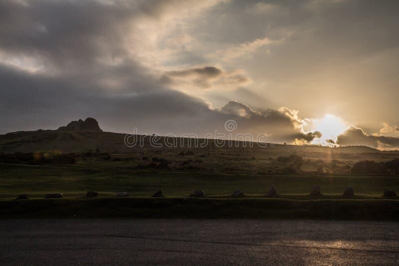 在Haytor岩石的日落, Dartmoor国家公园,德文郡 免版税库存图片