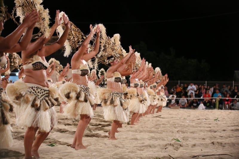 在Heiva期间的玻利尼西亚舞蹈家在博拉博拉岛 免版税库存图片