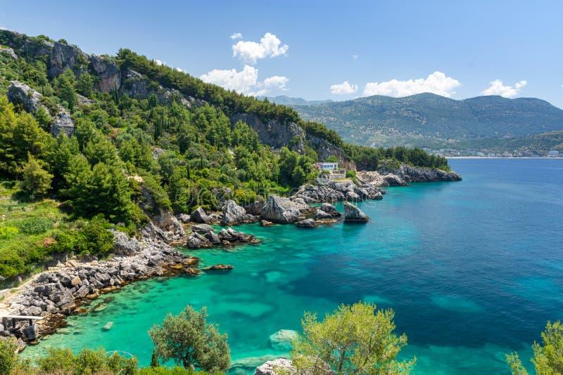 在Himare和Dhermi之间的美丽的Jale海滩在阿尔巴尼亚里维埃拉,阿尔巴尼亚 免版税库存照片