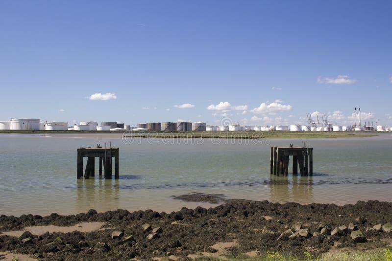 在Holehaven小河, Canvey海岛,艾塞克斯,英国的平台 免版税库存图片