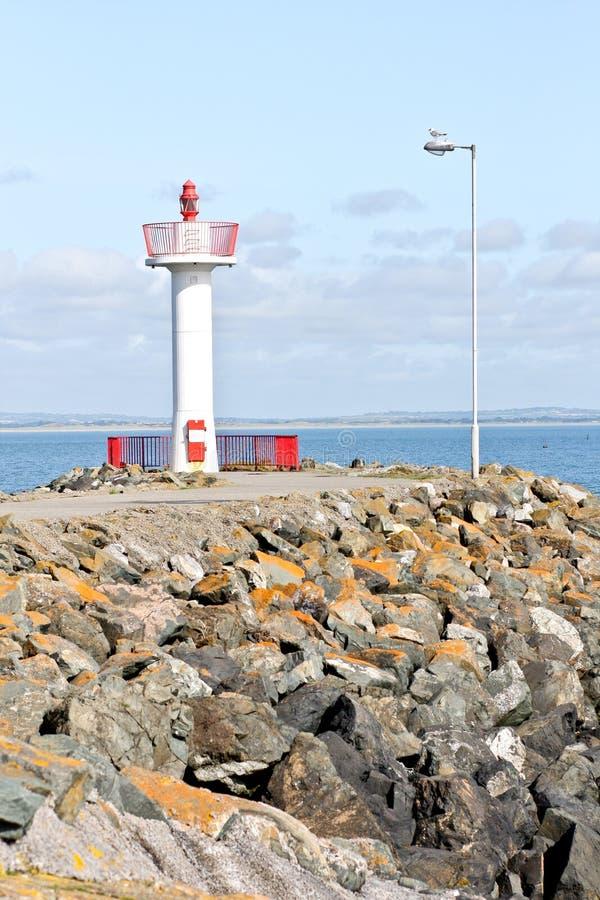 在Howth港口的小灯塔在爱尔兰 免版税图库摄影