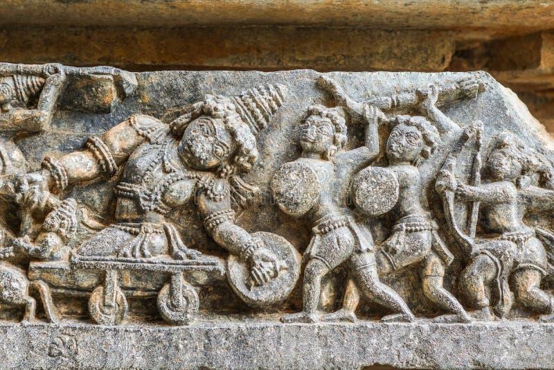在Hoysaleswara寺庙,Halebidu,Karnatake,印度的刺杀雕塑 库存照片