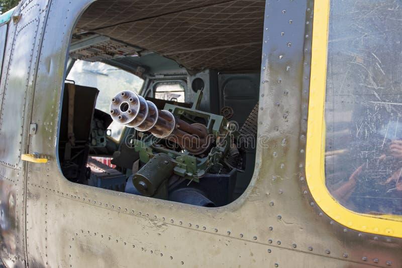 在Huey直升机里面的M134 Minigun在战争H的残余博物馆 库存图片