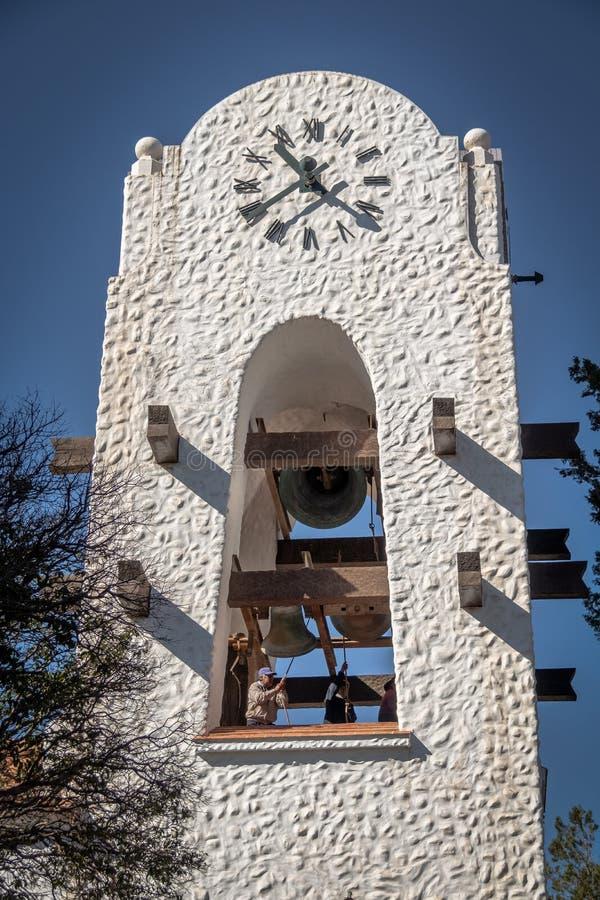 在Humahuaca Cabildo香港大会堂钟楼- Humahuaca, Jujuy,阿根廷的敲响的响铃 图库摄影