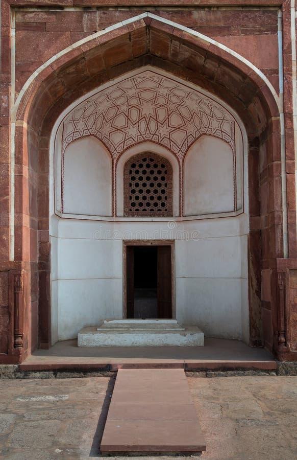 在Humayun的坟茔复合体内的拱道 免版税库存图片