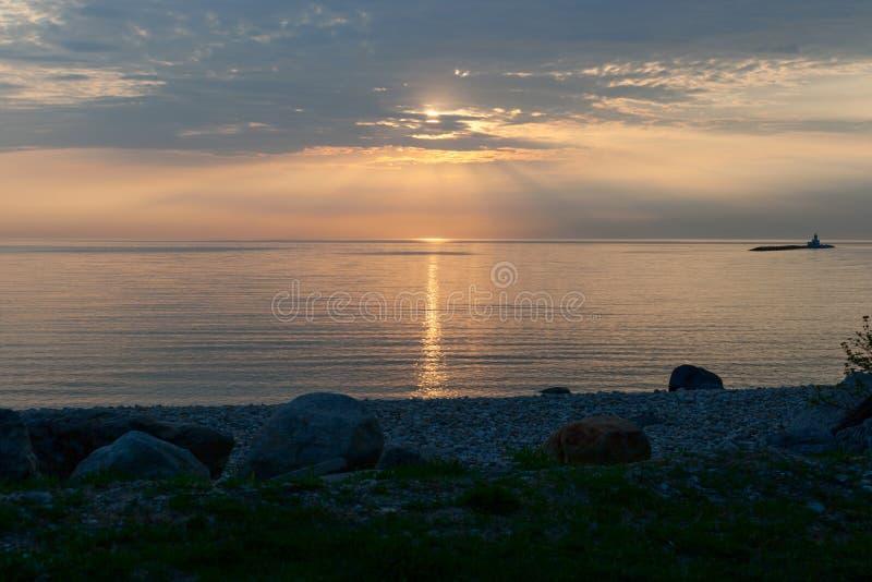 在Huron湖上的日落 图库摄影