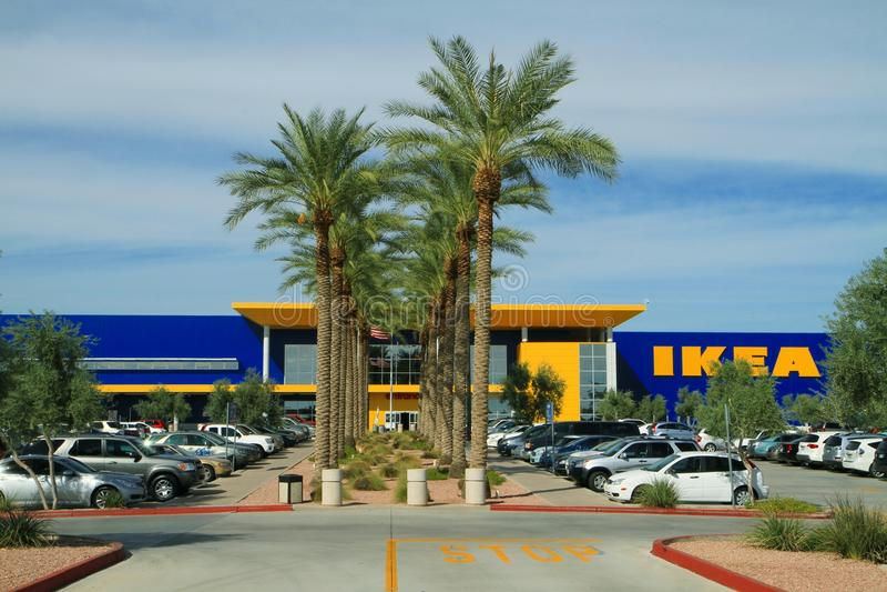 在IKEA的充分的停车场在亚利桑那 库存图片