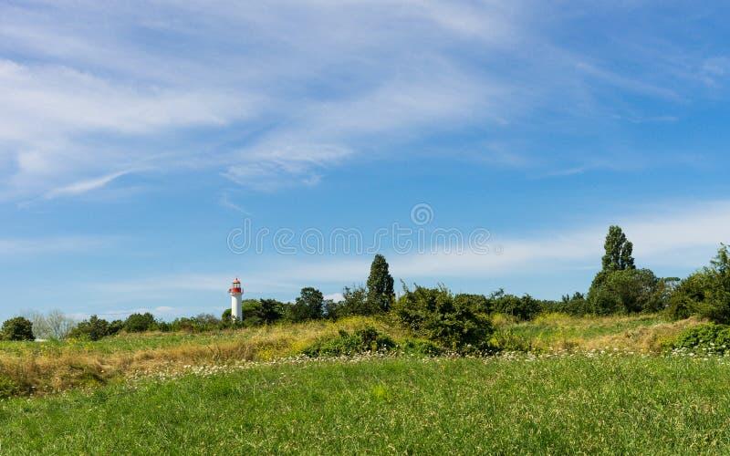 在Ile de Re附近的灯塔 免版税库存照片