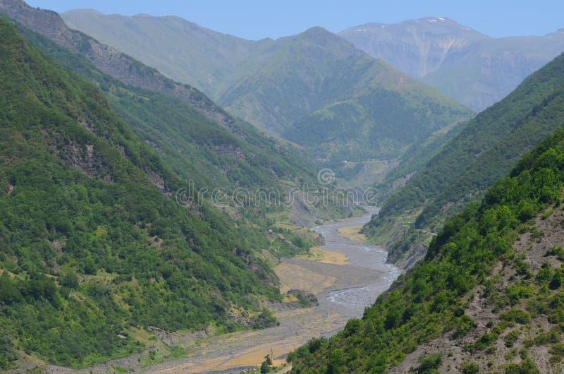 在Ilisu附近的Kurmuk谷,大高加索山脉山村在西北阿塞拜疆 免版税库存照片