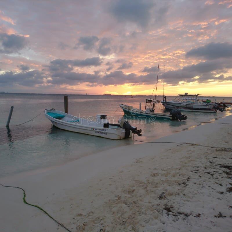 在Isla mujeres的日落 免版税库存照片
