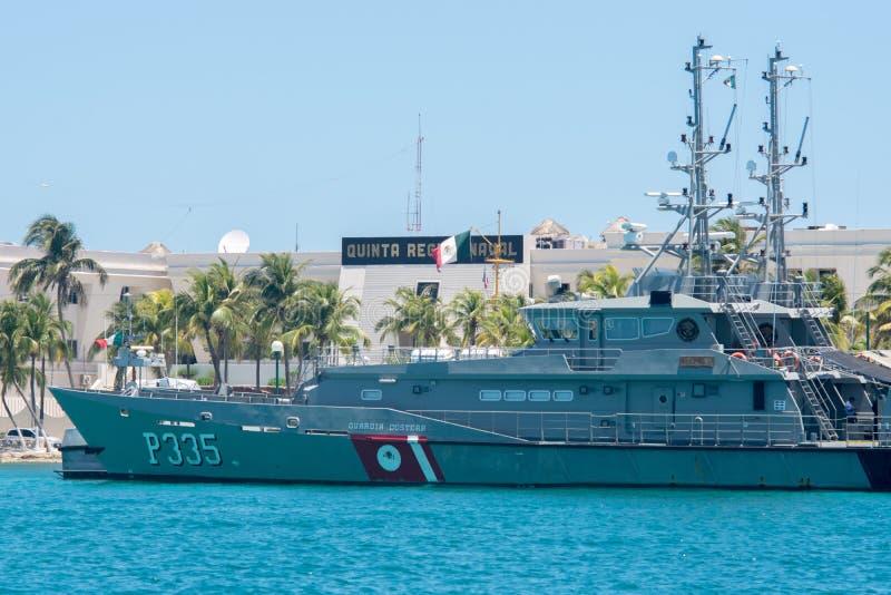 在Isla Mujeres,墨西哥海岸的海岸警备队海军  库存照片