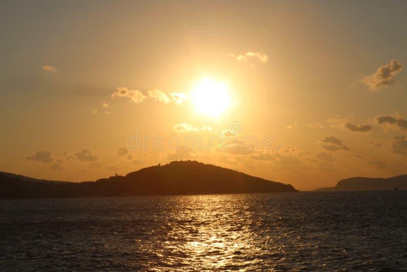 在Islands伊斯坦布尔王子的日落 免版税库存图片