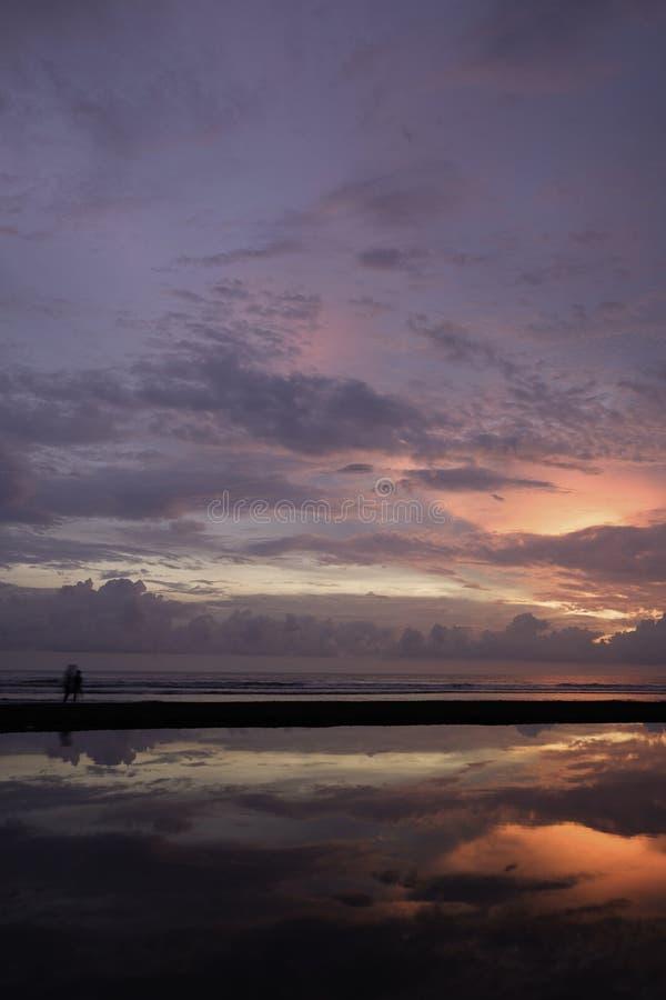 在Jacà ³海滩哥斯达黎加的日落 免版税库存图片