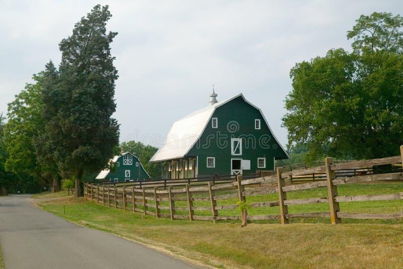 在James Madison总统的家附近的一个绿色谷仓 免版税库存图片