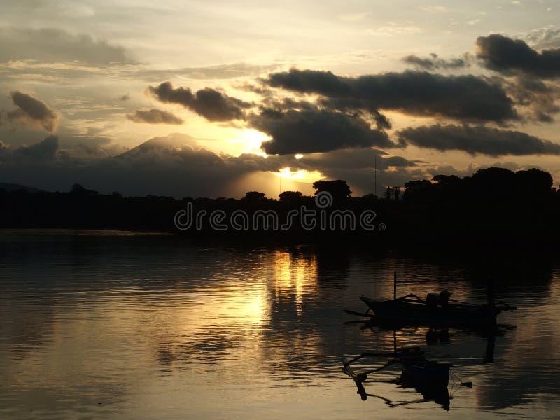 在Java火山,巴厘岛的日落视图 免版税库存照片
