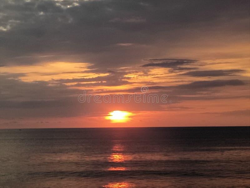 在Jimbaran海滩的日落 免版税库存图片