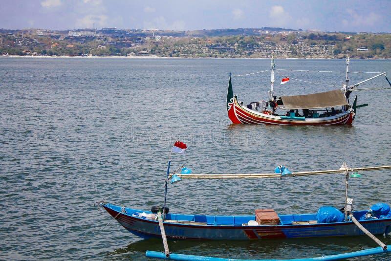 在Jimbaran海滩,巴厘岛,印度尼西亚的渔船 免版税图库摄影