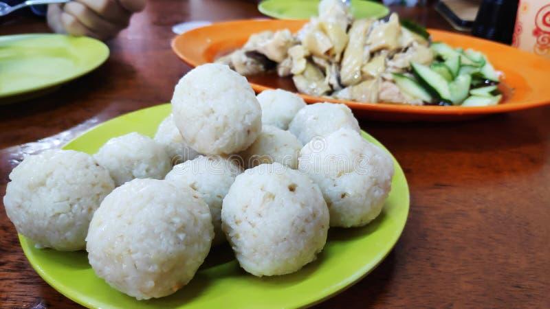 在jonker街道Melaka的著名hainanese鸡米饭团 免版税库存照片
