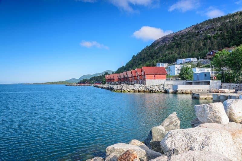在Jorpeland海岸的美好的挪威风景  免版税库存图片