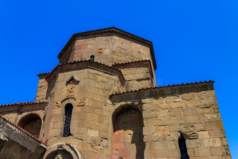 在Jvari修道院的看法,6世纪的正统修道院在岩石山顶的在姆茨赫塔老镇  免版税图库摄影