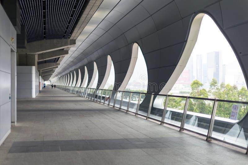 在Kai达巡航终端的长的走廊 图库摄影