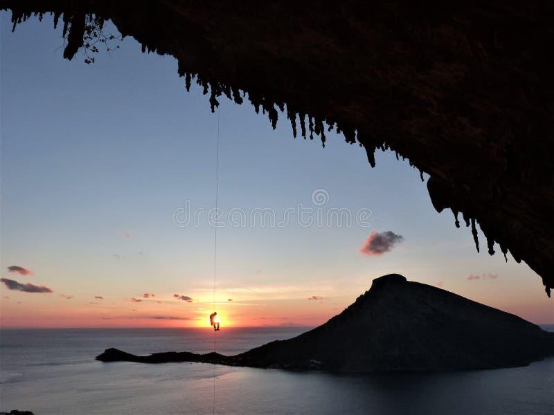 在kalymnos的登山人梦想日落 免版税图库摄影