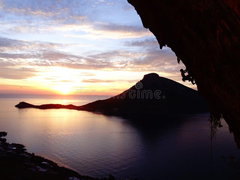在kalymnos的登山人梦想日落 免版税库存图片