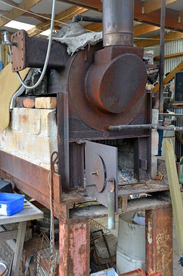 在Karamea蒂特里油工厂新西兰的蒸汽锅炉 库存图片