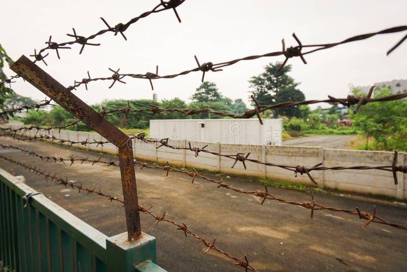 在Kariadi在三宝垄拍的综合医院照片的铁丝网篱芭印度尼西亚 库存图片