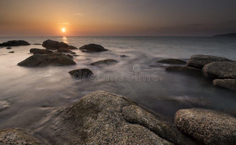 在Karon海滩的日落 免版税库存照片