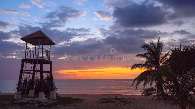 在Karon海滩的鸟瞰图日落 库存图片