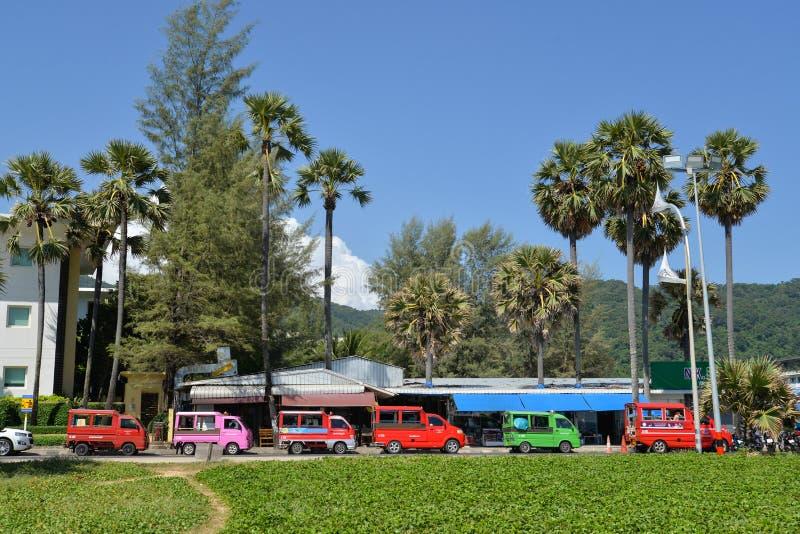 在Karon海滩,普吉岛,泰国的地方出租汽车 免版税库存图片