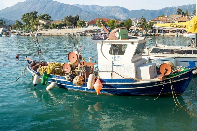 在Kefalonia希腊的港的渔船 库存图片